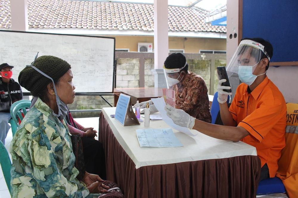 Penyaluran BST Tahap XI Kecamatan Sadang Tahun 2021
